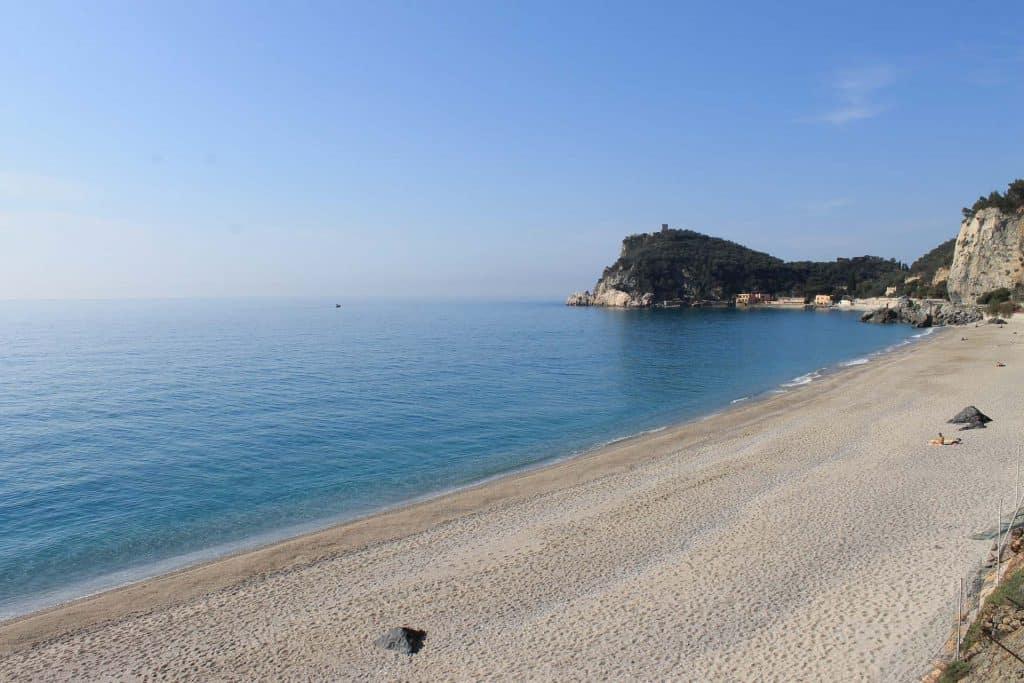 Erosione costiera e ripascimento: sabbie naturali come soluzione estetica e qualitativa